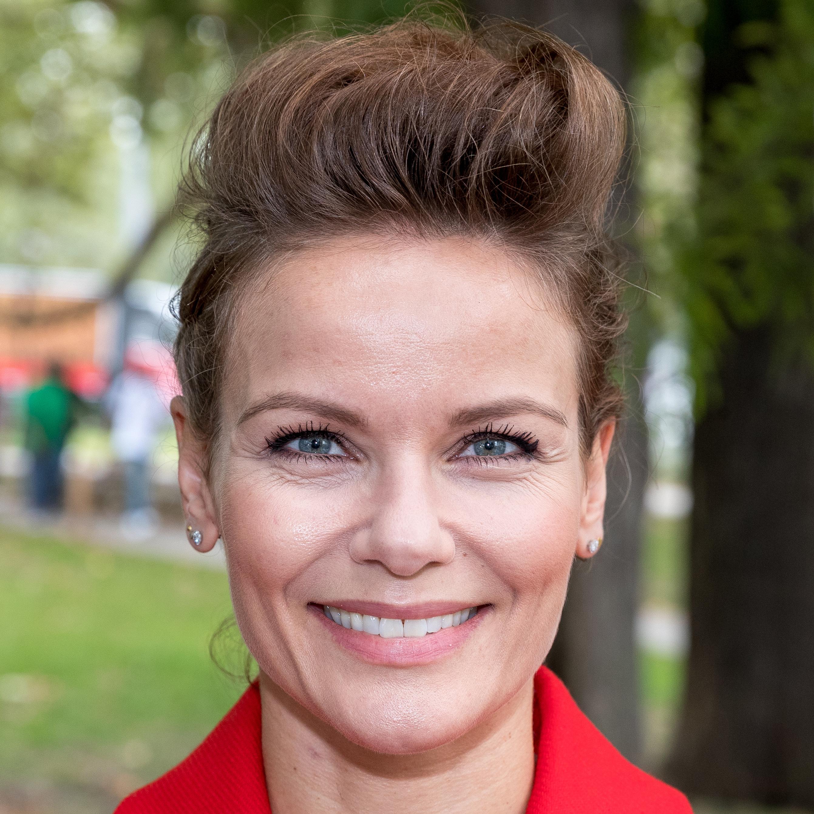 Angela Schijf Sexy angela schijf   rtl nieuws