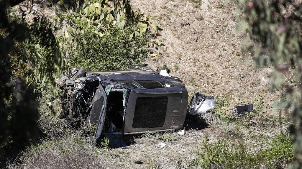 De auto van Woods na het ongeluk.