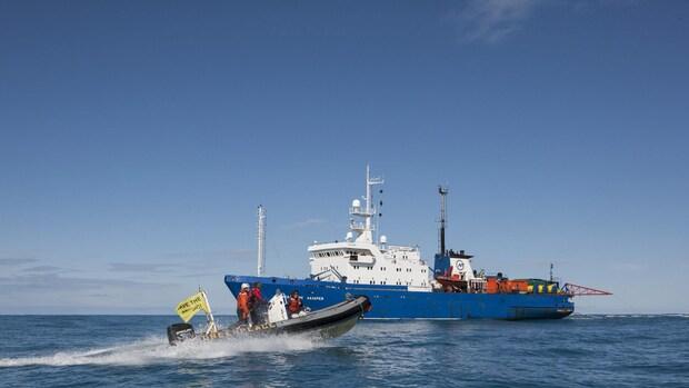Schip Greenpeace naar Moermansk