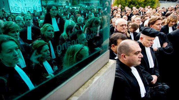Tientallen verzoeken om aanhouding zaken door staking advocaten