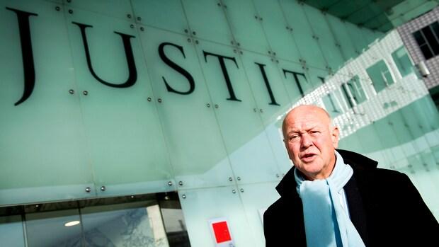 Klokkenluider Ad Bos overweegt schadeclaim tegen overheid