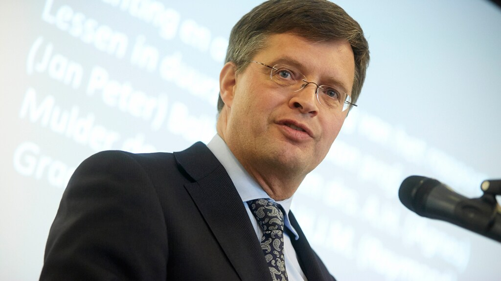 Oud-premier Balkenende is commissaris bij ING en kreeg daar 99.000 euro voor in 2019.