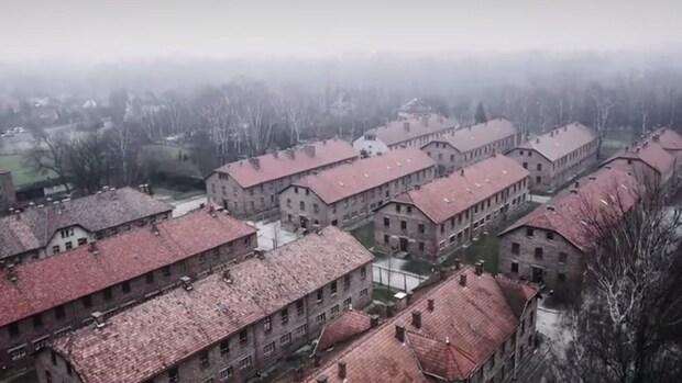 Drone maakt indrukwekkende beelden van Auschwitz