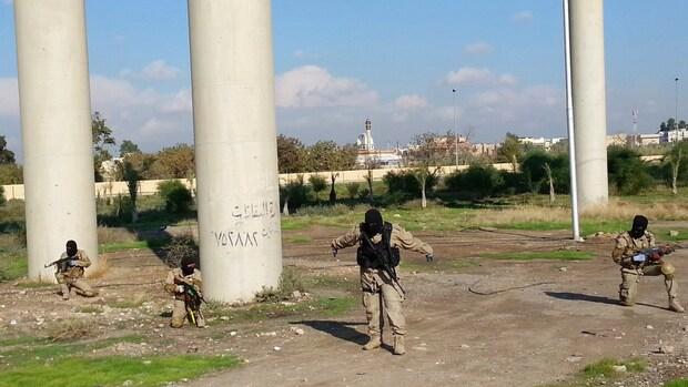 'IS evacueert Mosul om bombardementen'