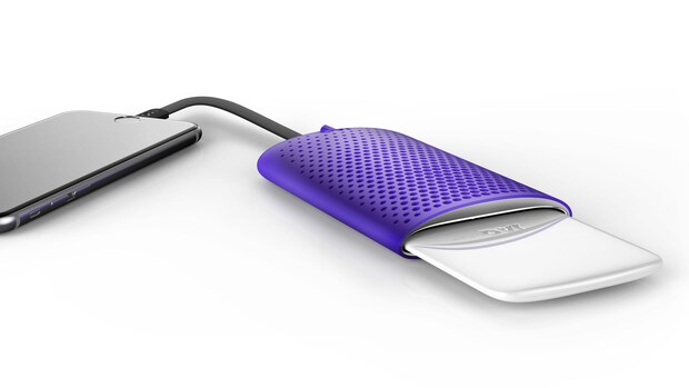 Deze telefoonoplader werkt op zout en water