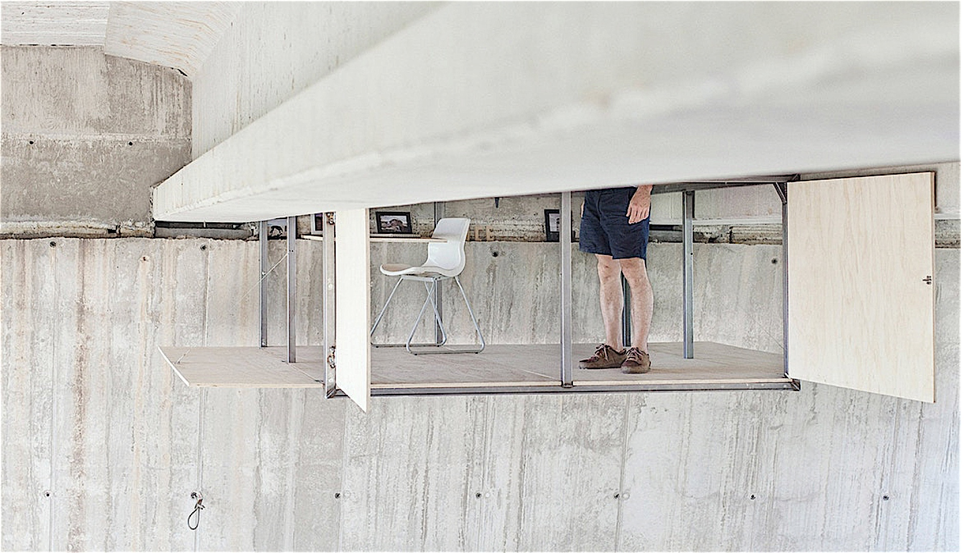 Kantoor onder de brug - Kantoor onder helling ...