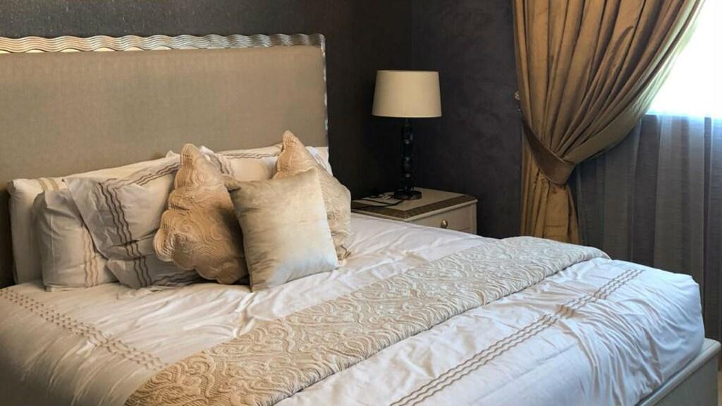 Slaapkamer in de Royal Suite van het ziekenhuis, een aparte afdeling met meerdere kamers, speciaal voor de Royal Family.