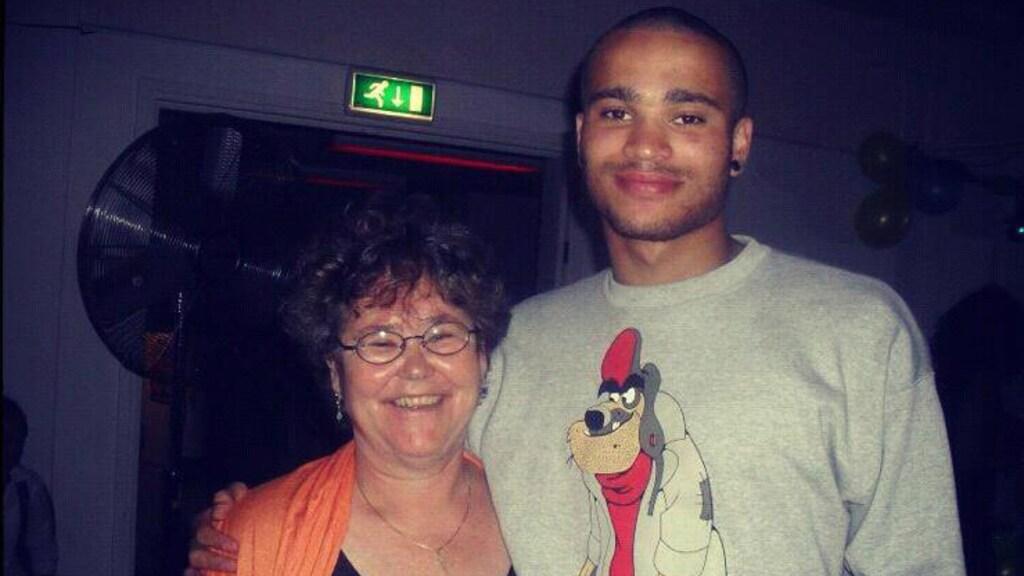 De moeder van Pieter en zijn jongere broertje in 2012.