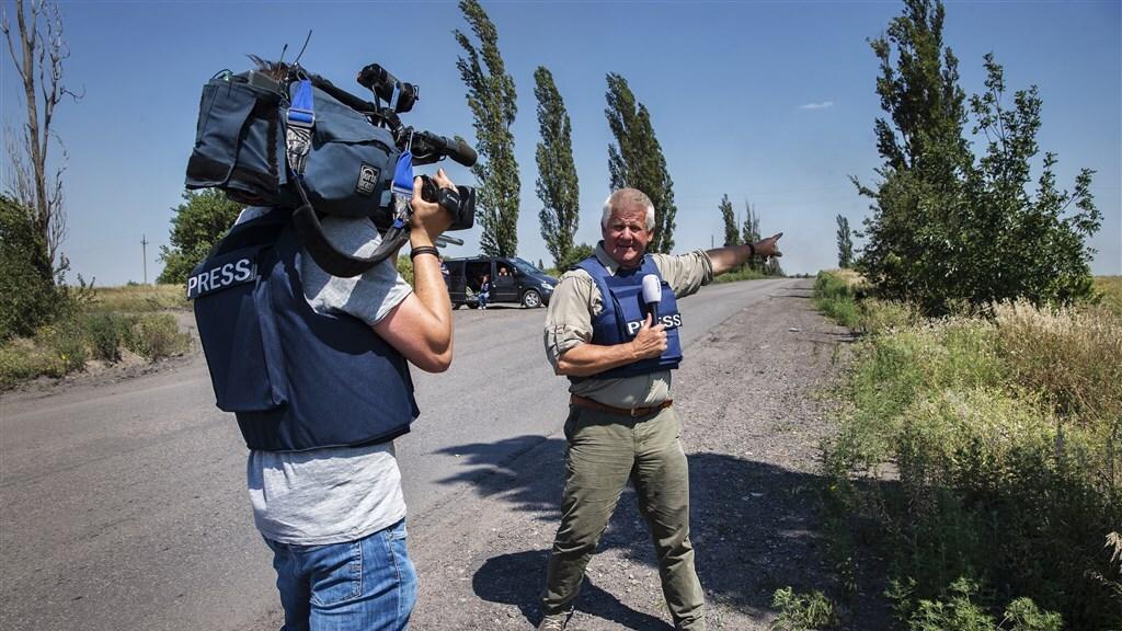 Jaap doet verslag bij een checkpoint op de weg tussen Donetsk en het rampgebied van de MH17.