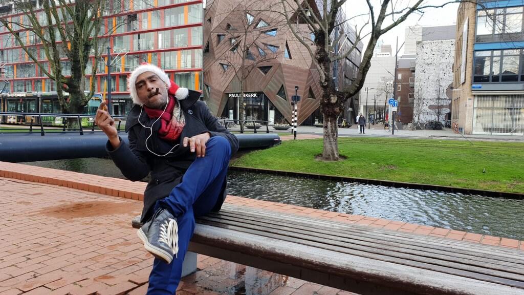 Dakloze Flimon voor de Pauluskerk in Rotterdam.