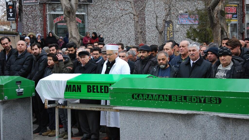 Op een plein in Karaman kwamen tientallen mensen bijeen