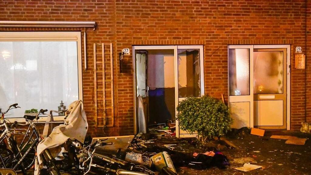 In Eindhoven vloog vermoedelijk vuurwerk naar binnen en kwam terecht op een doos met vuurwerk