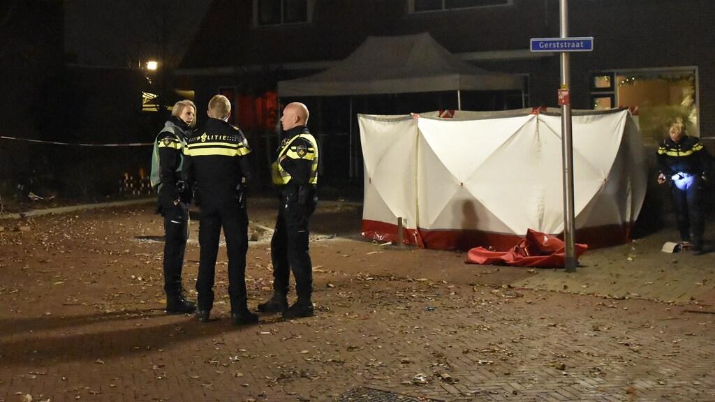 Politie in Enschede, waar een vuurwerkdode viel.