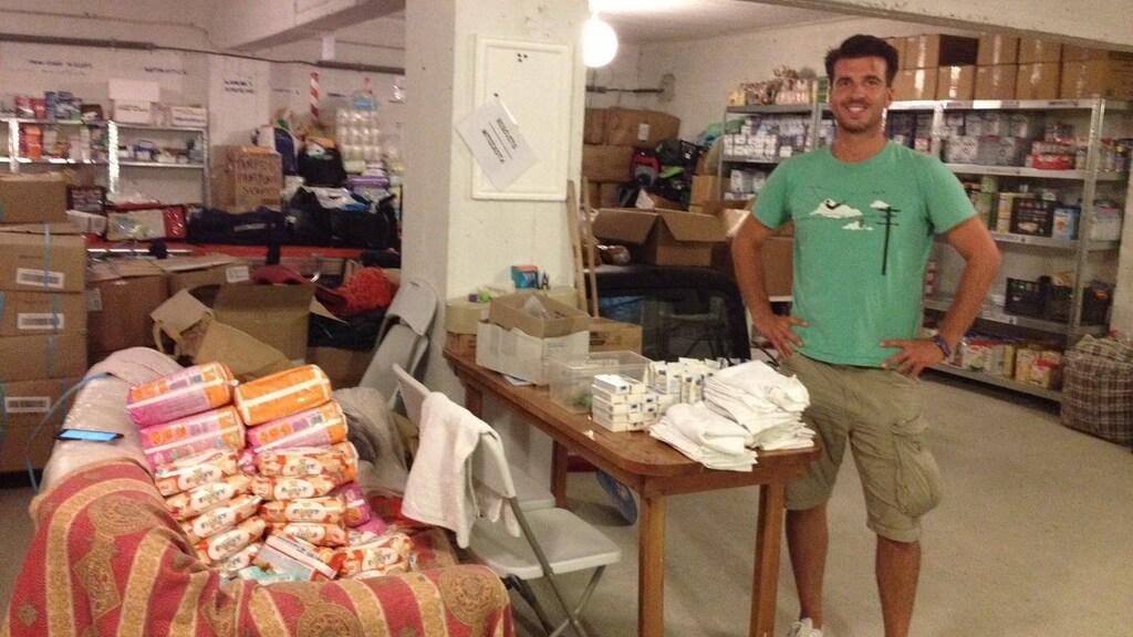 Arie in het magazijn waar onder meer luiers en melkpoeder lagen opgeslagen.