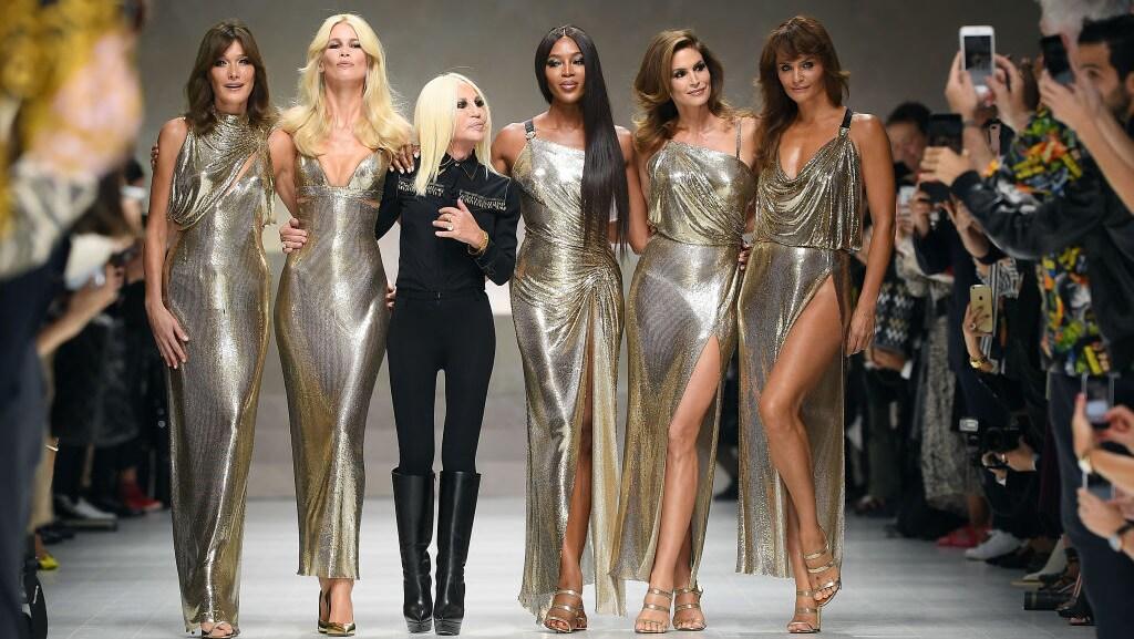 De supermodellen van de jaren '90 kunnen twintig jaar later (hier in 2018 met Donatella Versace) nog prima mee