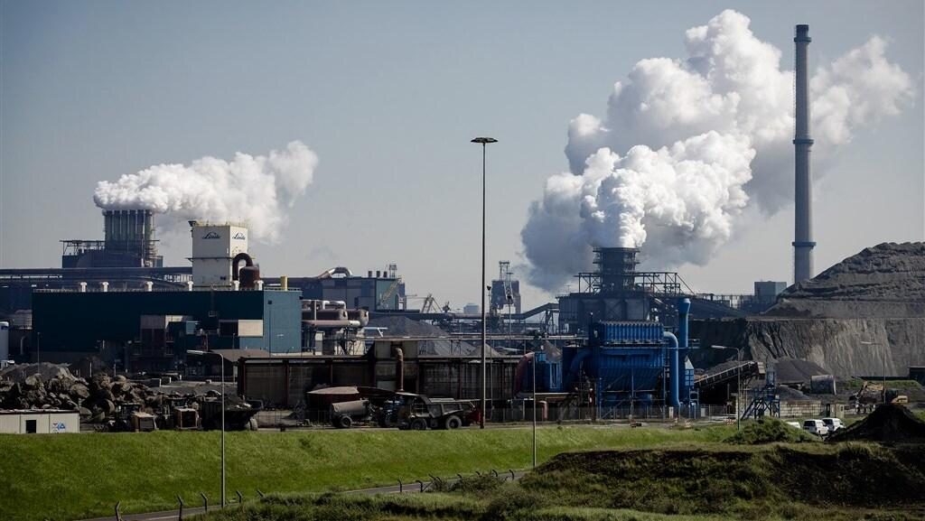 Rondom de hoogovens in IJmuiden is het gezondheidsrisico hoger dan gemiddeld.