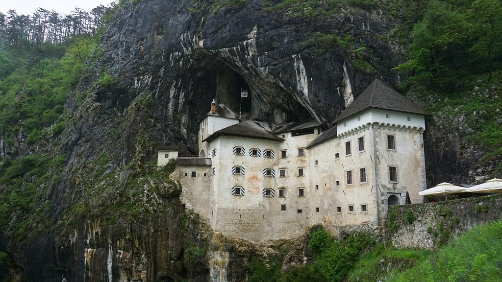 Predjama Castle, het grootste grottenkasteel ter wereld