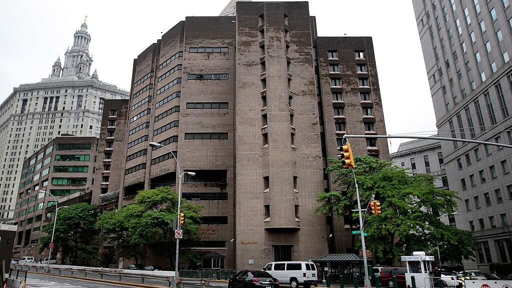 Het Metropolitan Correctional Center in New York, waar Epstein momenteel vastzit.