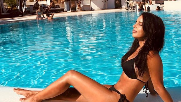 Love Island-Melany laat de zon schijnen op Ibiza
