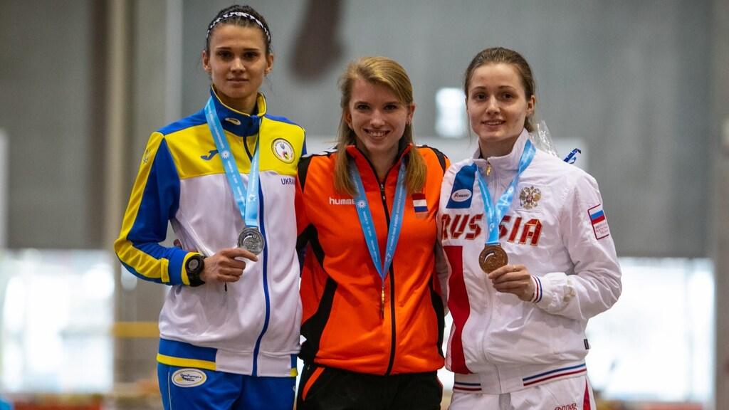 Elaine den Exter met een gouden medaille op de 60m sprint op het WK voor doven