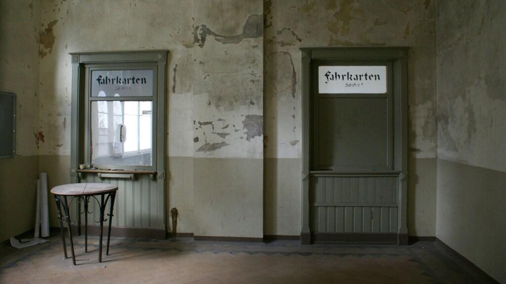 De oude loketten van het station.