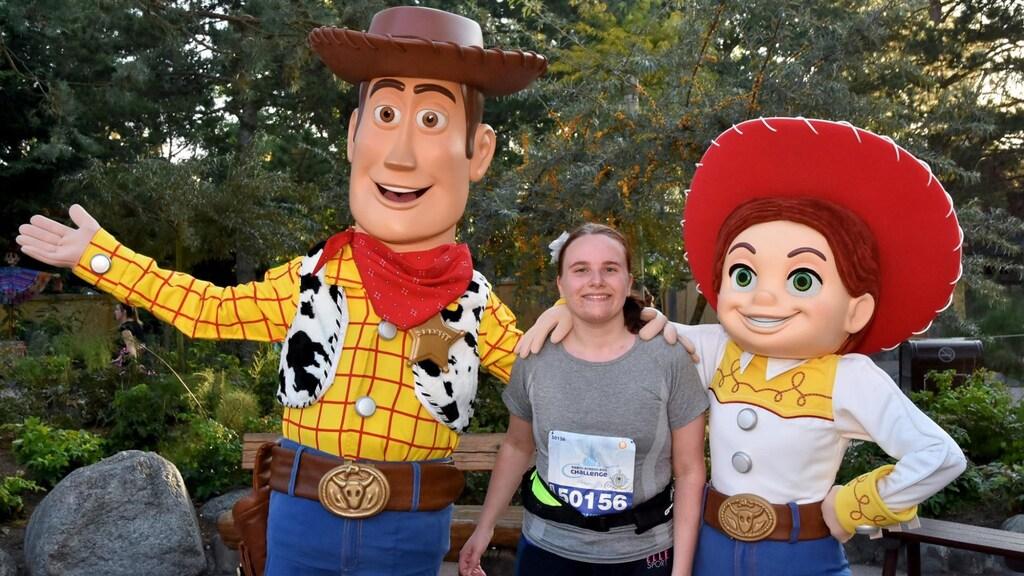 Shauny met Disney-figuren langs de route