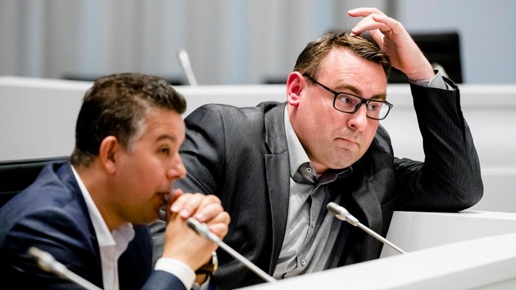 Rachid Guernaoui en Richard de Mos tijdens een vergadering (archief)