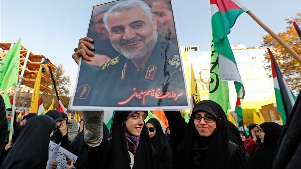 Aanhangers van Soleimani met een portret van de generaal