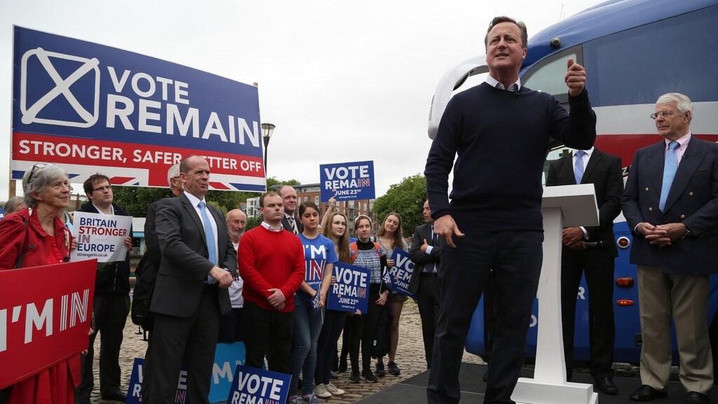 22 juni 2016. Het lijkt een eeuwigheid geleden. David Cameron is premier, mede dankzij z'n verkiezingsbelofte om een brexit-referendum te houden. Hij besluit campagne te voeren voor 'remain'.