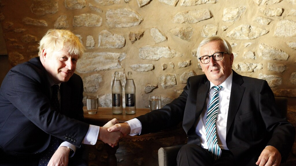 16 september 2019. Het zijn twee gezworen vijanden. De nieuwe Britse premier Johnson is eurosceptisch. EU-commissievoorzitter Juncker staat bekend als eurofiel. Ze zijn tot elkaar veroordeeld. Als ze nog een brexit-deal willen, is dit de laatste kans.