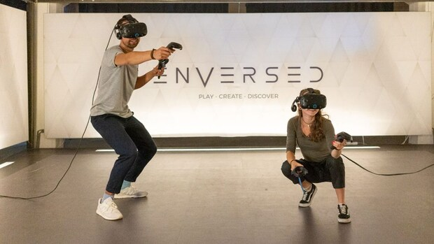 Doe een sneeuwballengevecht in virtual reality op Bright Day
