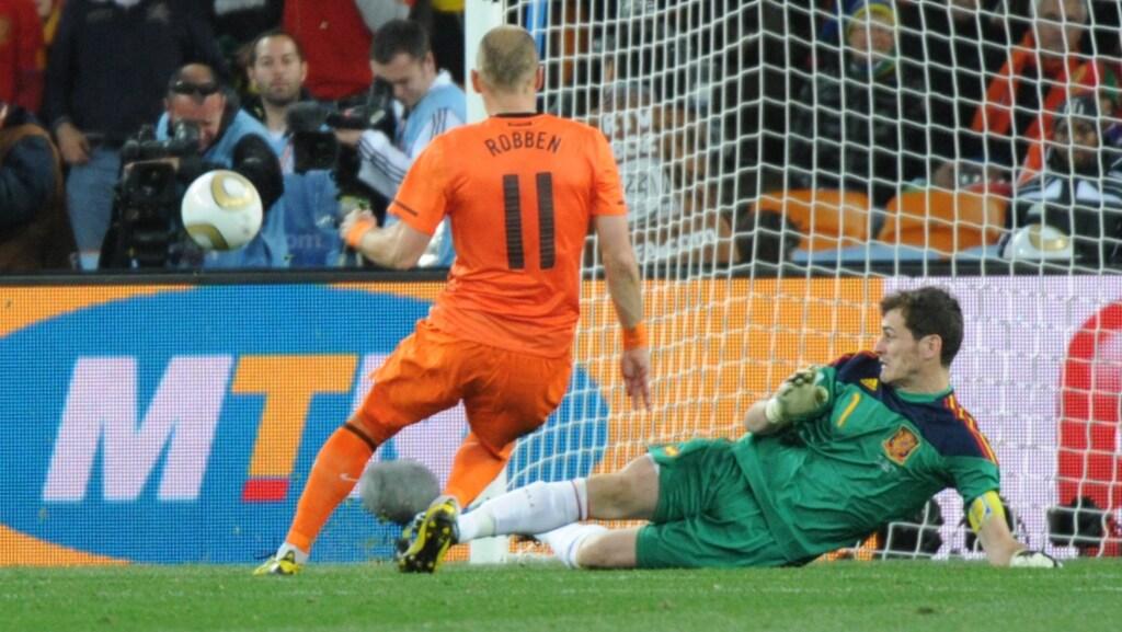 Robben mist 'dé' kans in de finale.