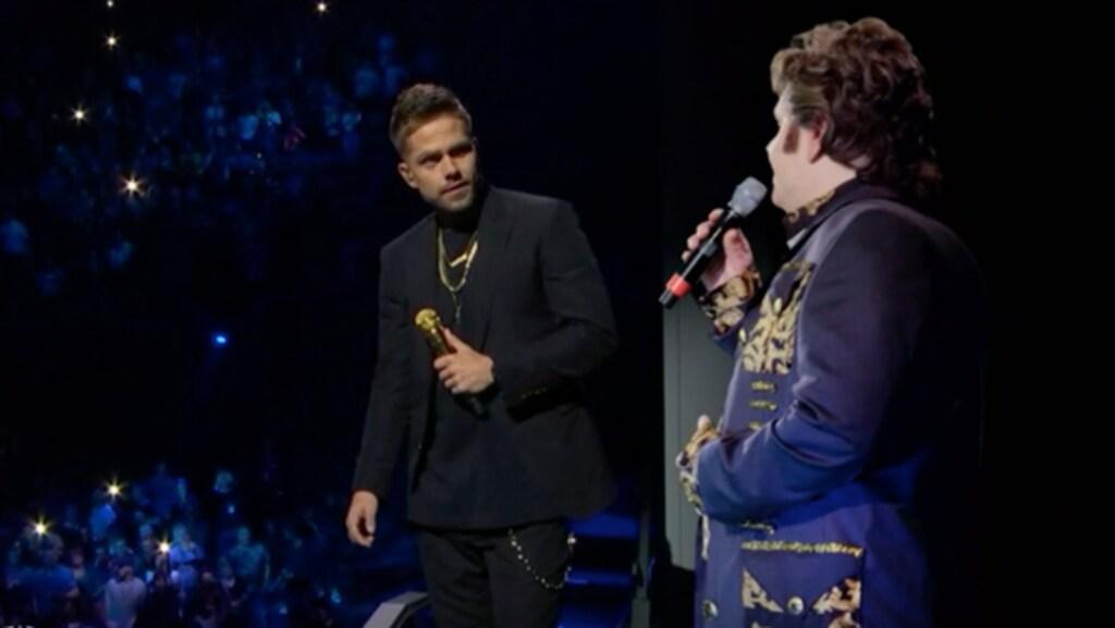 André met een hologram van zijn vader, tijdens Holland Zingt Hazes