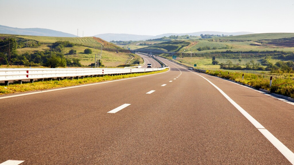 Een snelweg in Kosovo.