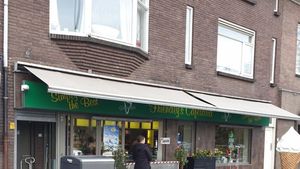 Het geïmproviseerde loket van snackbar Friendly's in Woerden
