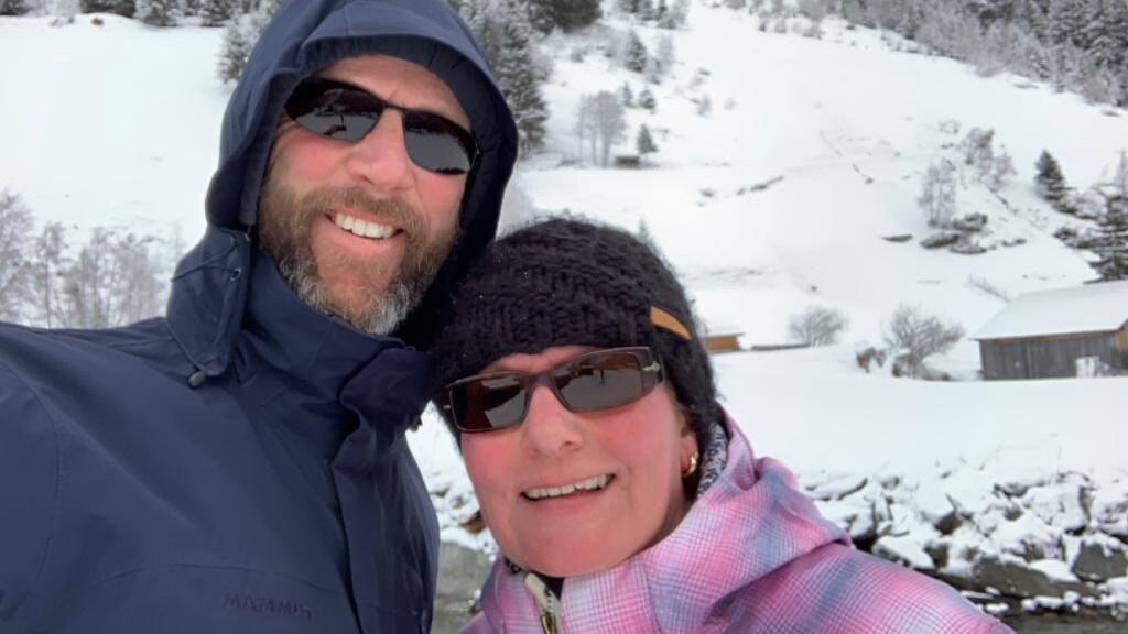 Mariesja en haar man Harrie op skivakantie.