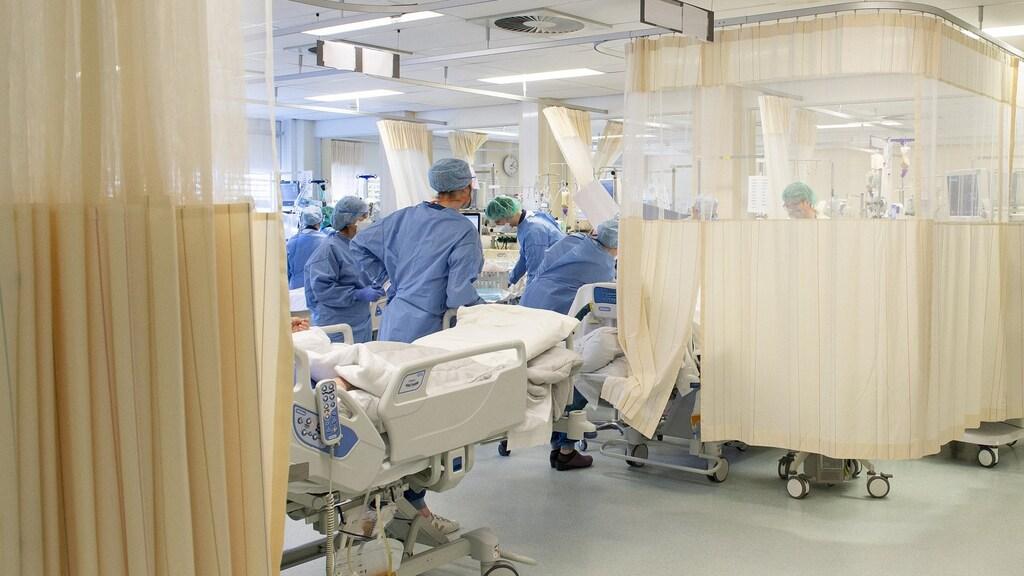 Waar normaal mensen uitslapen na een operatie, liggen nu coronapatiënten op een geïmproviseerde ic.