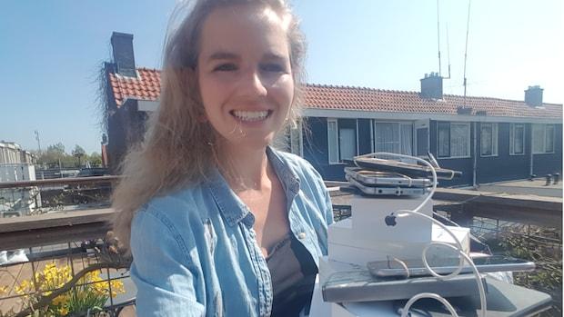 Charlotte (27) verzamelt smartphones voor ouderen om te videobellen