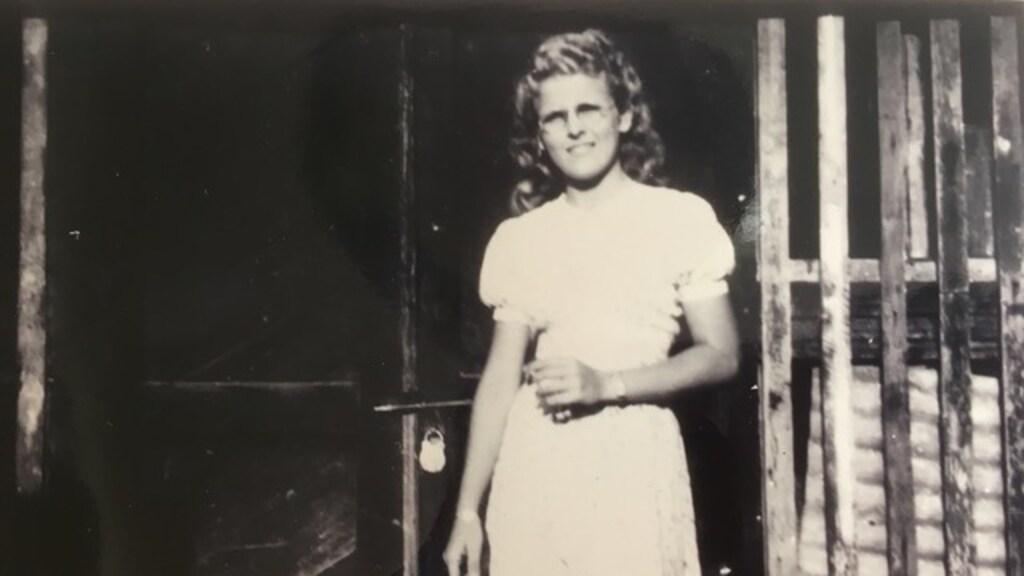 De moeder van Marianne als tiener. Waarschijnlijk is deze foto gemaakt toen ze net in het kamp zat.