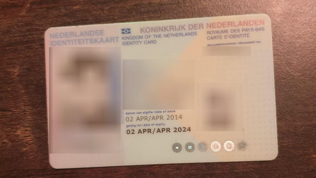 Een kopie van een identiteitsbewijs die publiekelijk te vinden was.