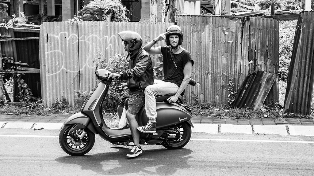 """""""Mijn beste Balinese vriend Rai, die mij de laatste jaren ook ontzettend wegwijs heeft gemaakt in de taal en cultuur van het land."""""""