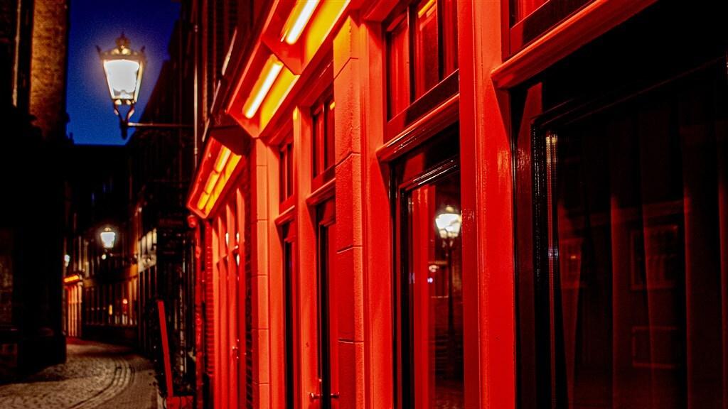 Het is stil op straat in Amsterdam.