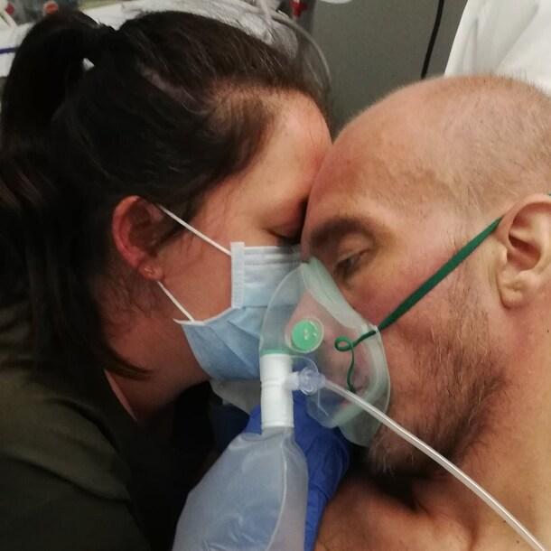 Claire, samen met Cyriel in het ziekenhuis.