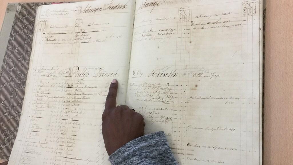 Een slavenregister in het nationaal archief van Curaçao.