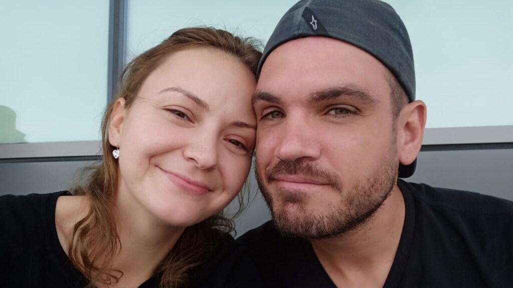De laatste selfie die Stephan en Tetiana gemaakt hebben, op het vliegveld van Dubai.