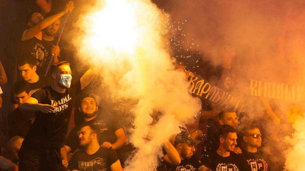 Fans op de tribune tijdens de finale van de Servische Supercup op 24 juni.