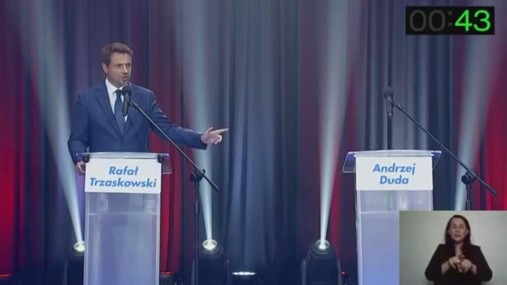 Trzaskowski tijdens zijn debat, zonder president Duda.