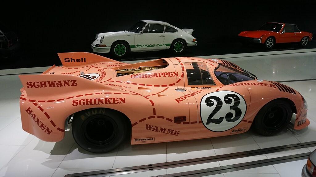 Racewagen 'Dicke Berta' in het Porsche Museum.