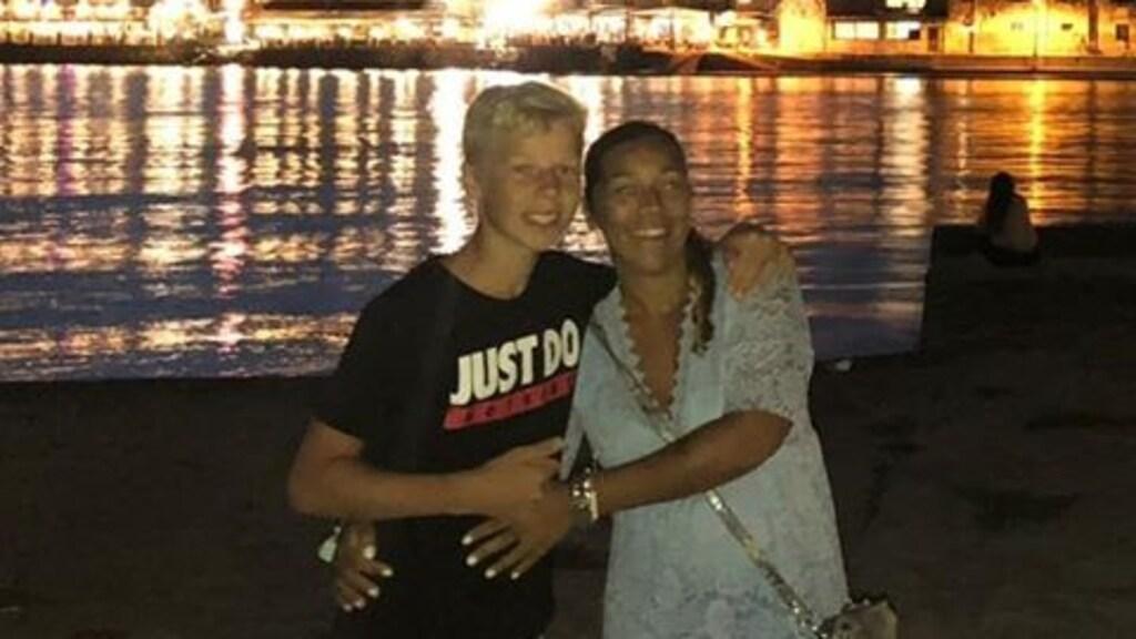 Petra Keus met haar zoon Jayden (14).