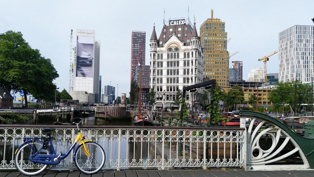 Met OV-fiets door de stad.